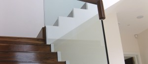 Frameless glass balustrade to concrete stairs